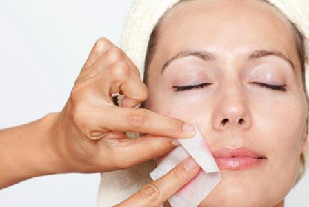 woman-having-wax-treatment_twhzbg